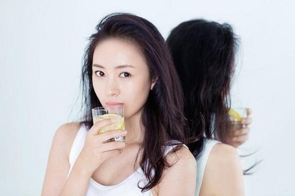 Uống nước gì để trắng da từ bên trong để sở hữu một làn da không tuổi
